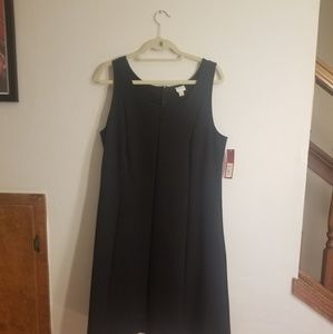 Pleated black dress with pockets